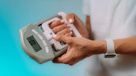 seniorchoicesonline_using-hand-gripmometer-for-grip-strength-Solar-fitness-tracker